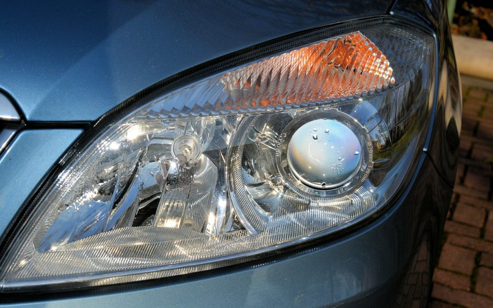 Clean Your Car Healight With Baking Soda In 5 Minutes